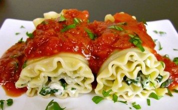 Spinach lasagne roll ups