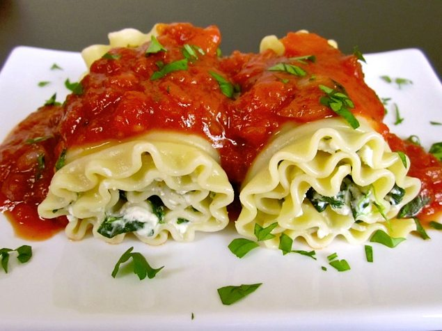 Spinach lasagne roll-ups