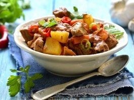 Braised beef and vegetables in spicy tomato sauce