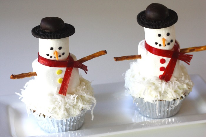 How To Make A Snowman Cake Out Of Cupcakes