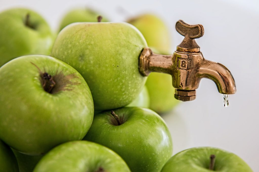 How many apples in a glass of apple juice?